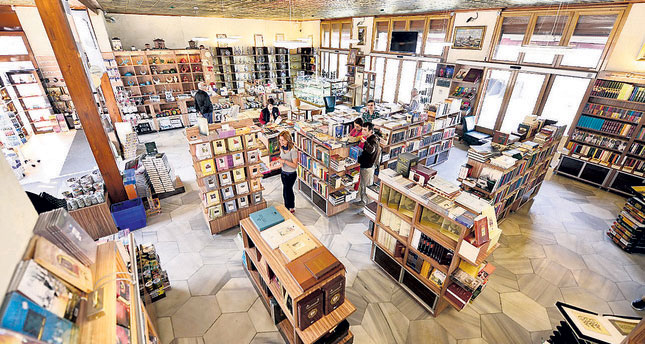 3 Great Bookstores in Istanbul